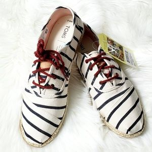 Tom's Cordones Sneakers Size 8.5B NWT